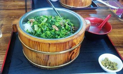 这家木桶饭是某某天经过车陂村里面发现的