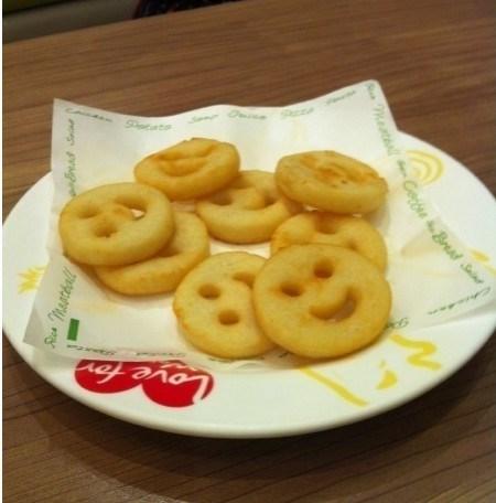 还喜欢这里的笑脸薯饼,第一看着那个形状就可爱啊,一个个的土豆片上面