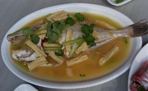 白胡椒腐竹鲫鱼汤 适用于脾胃虚寒的人群