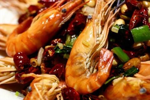 越辣虾(68元例):鲜虾开背炸熟,与洋葱,香茅,猪肉,腰果,金不换爆炒,自卖辣椒的老农交哪几种税图片