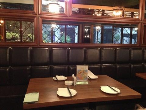 0 据说这家天色闻香餐酒吧是粤菜风格的,装修风格还是比较港式来的.图片