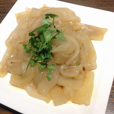 凉菜 28 0 水饺 16元,一盘有12个,样子很可爱,馅儿也不小.